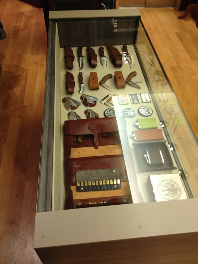 Store Interior Design - Weapon Display Case Arrangement - Beretta NY