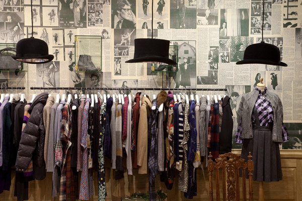 MoodSwings - New Store Design Dedicated To Women - Vintage Background Rack & Clothing Display Area