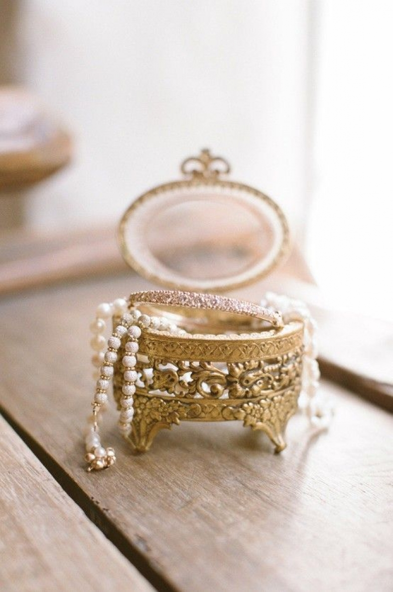100 beautiful jewelry storage solutions zen merchandiser for Vintage antique jewelry box