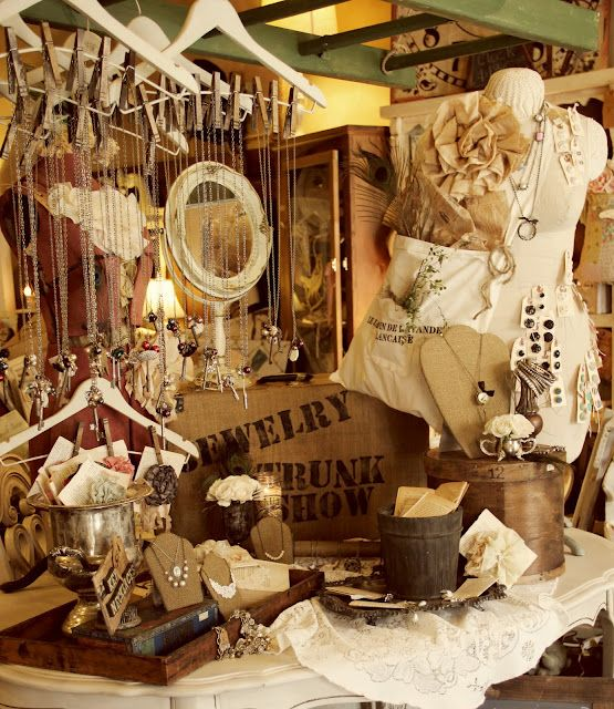 themed-jewelry-store-displays