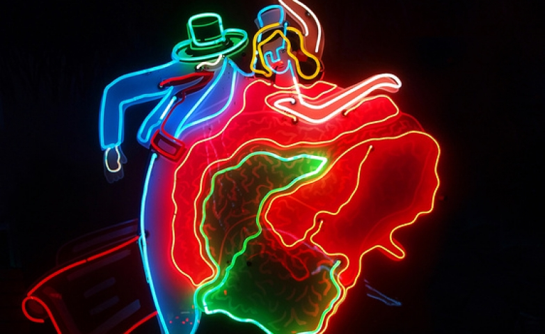 Neon light sign representing a flamenco couple in the middle of a dance.