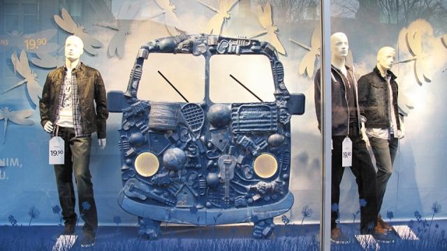 C & A amsterdam denim bus spring window display
