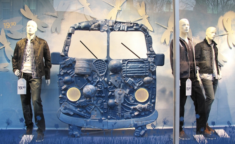 C & A amsterdam denim bus spring window display