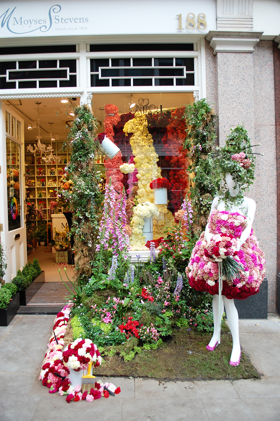 Moyses stevens overflowing flowers spring window display