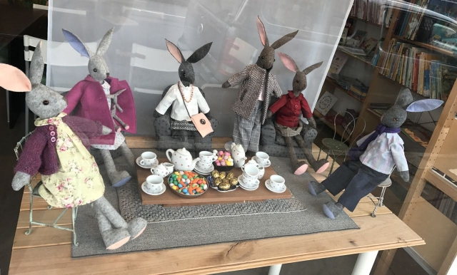 Bunnies taking dinner in the Easter window display. We can see that on the table are little chocolate eggs.
