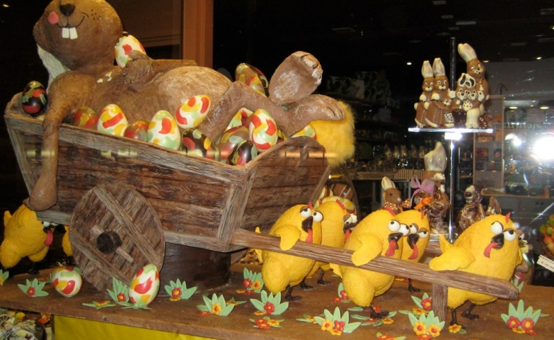Look at this tired chicks carrying a cart with a beaver buried in Easter eggs. What a lovely window display.