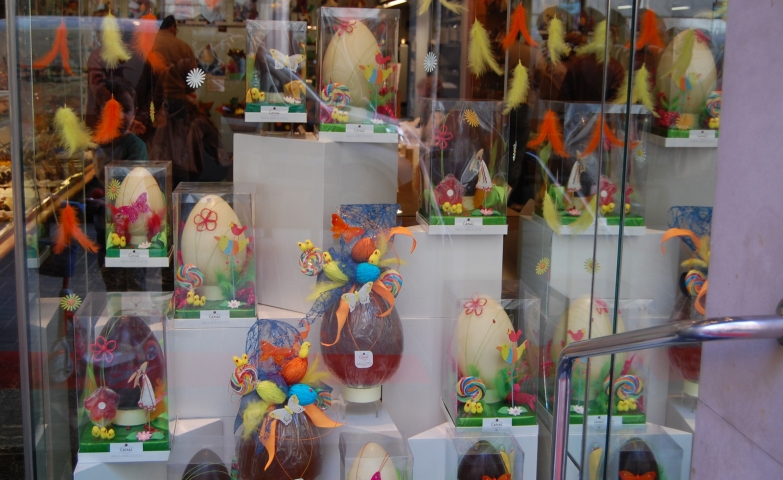 How cute to see some chick feathers in colors, and also white and black chocolate Easter eggs, positioned in a nice way for the window display.