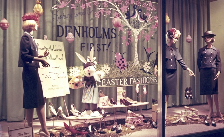 An Easter window display that reminds us that we need new clothes for holiday and we can choose from this fashion store their black and classic gorgeous costumes.