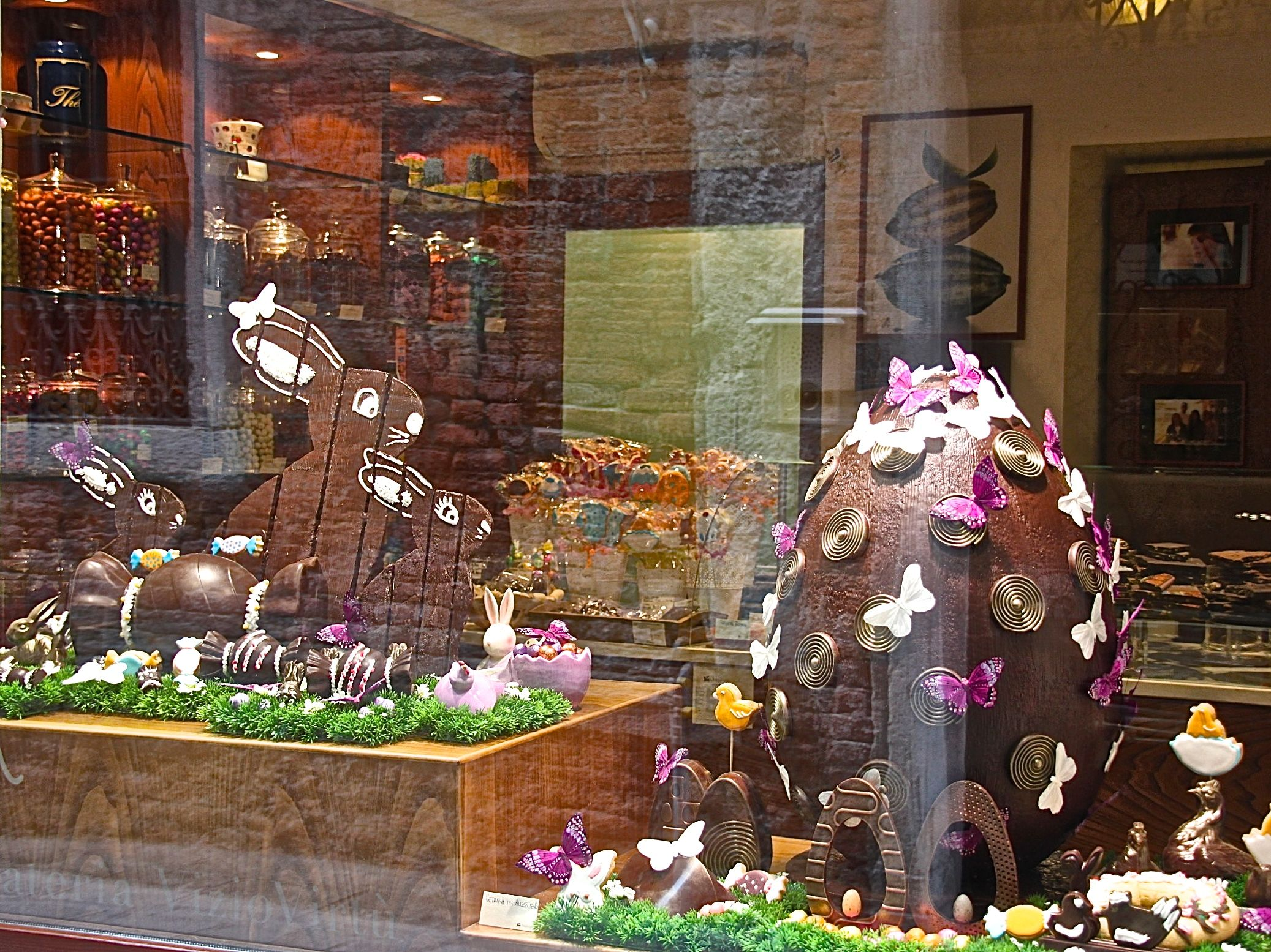 In Italy, Easter is an art as we can see. For the chocolate lovers, these bunnies and the huge egg laid out in the window display, must be a dream.