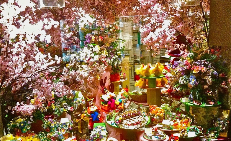 When you see a window display full of flowers it is like you see something living. Also, it is full of sweets adequate for the Easter.