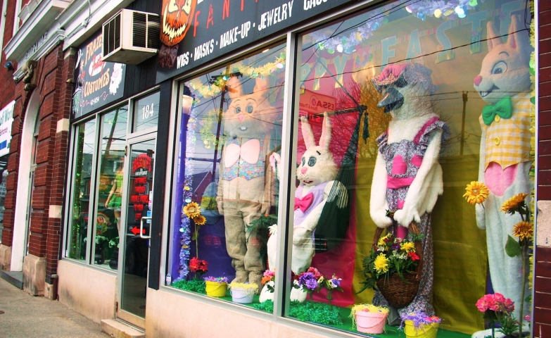The most representative characters for Easter are in this window display.
