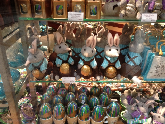 You can't say no to these little plush bunnies exposed in the window display, caring in their pocket chocolate eggs for the Easter.