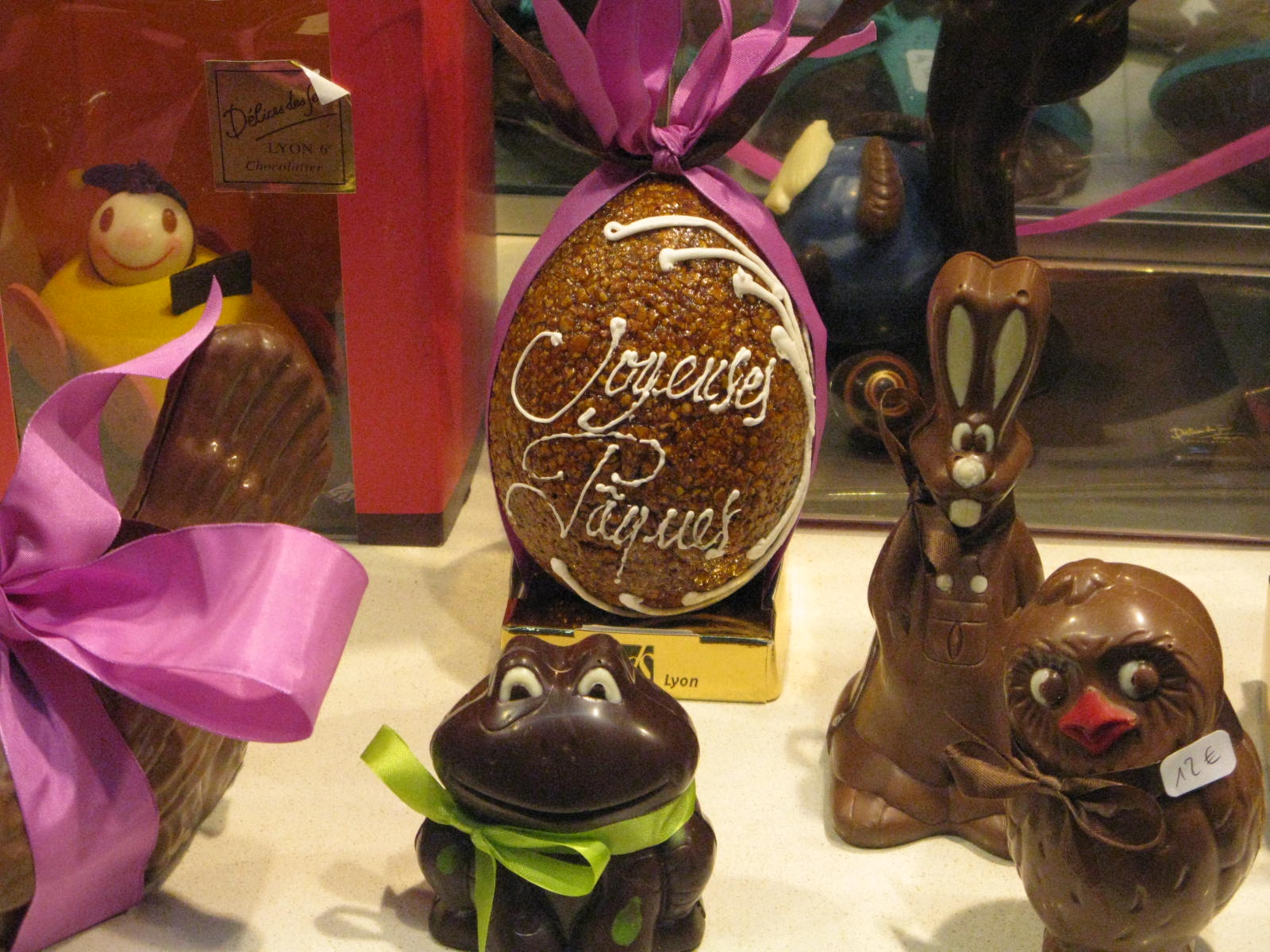 Sweet chocolate creatures to make the window display more soft for the Easter.
