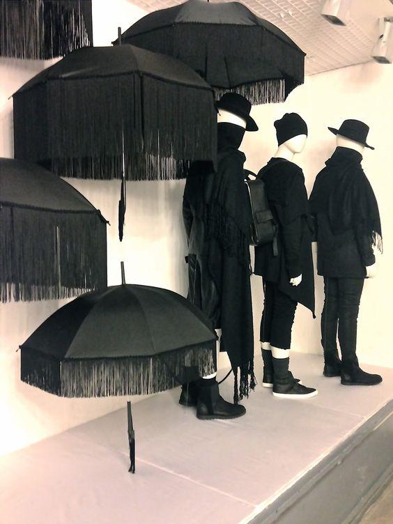 Black & white visual merchandising display by Ártidi Escuela Superior in Barcelona, Spain.