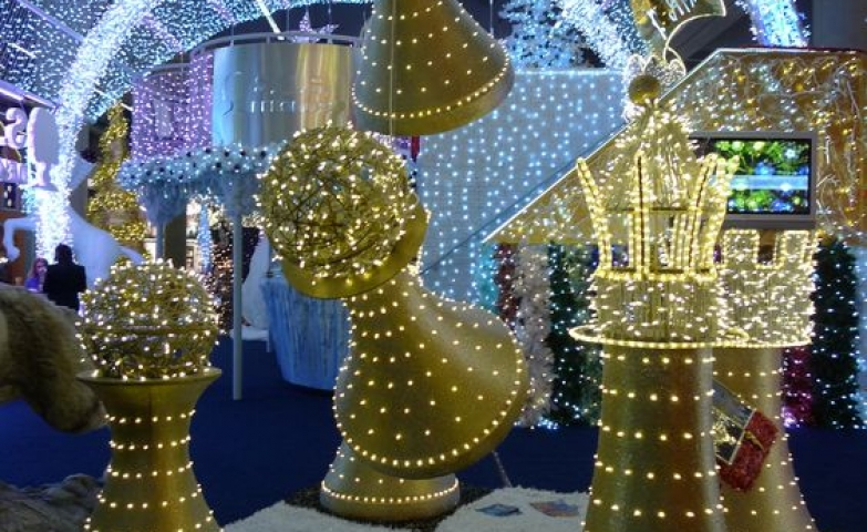 Brilliantly thoughts, this chess pieces illuminate the games of the holidays, in a joyful and ingenious manner.