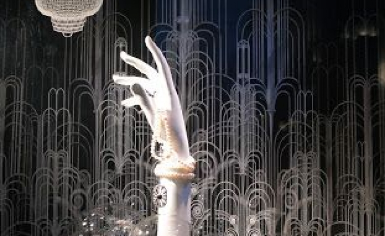 Tiffany & Co window display design in London, a great inspiration for commercial space retail visual merchandising.