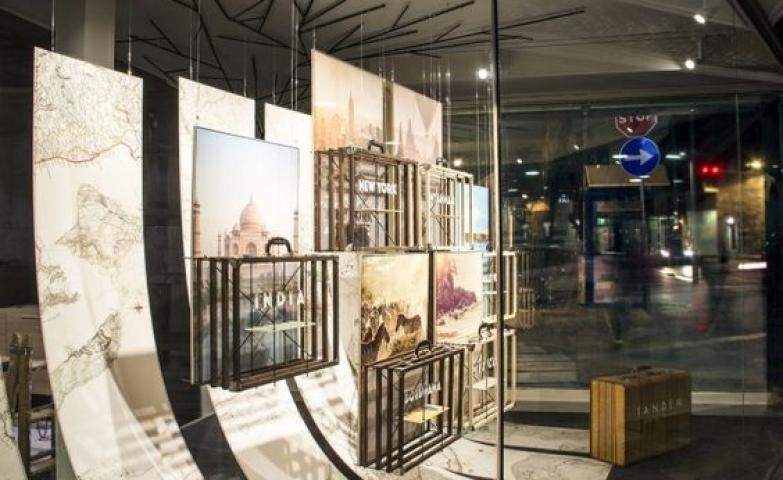 Inspiring window display with travel theme, from Tandem luxury travel windows by Mateo Fumero.