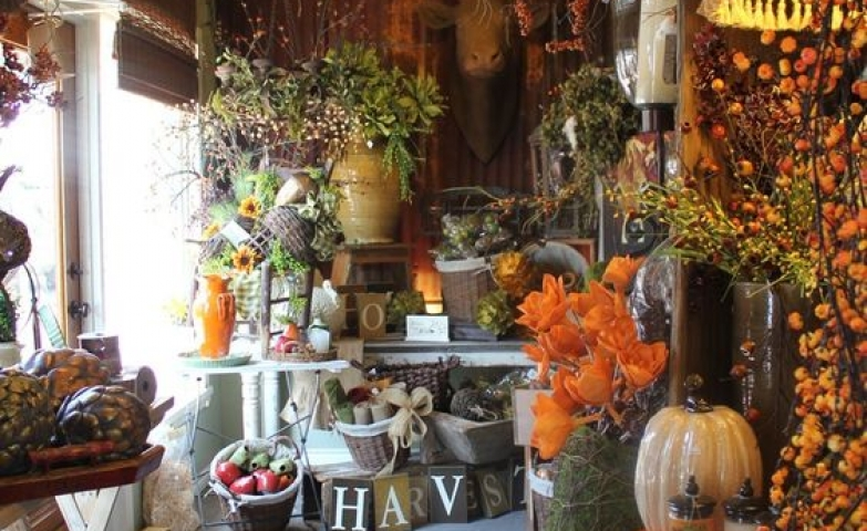Very autumn design and feeling from this display seen at the Cotton Shed, Texas.