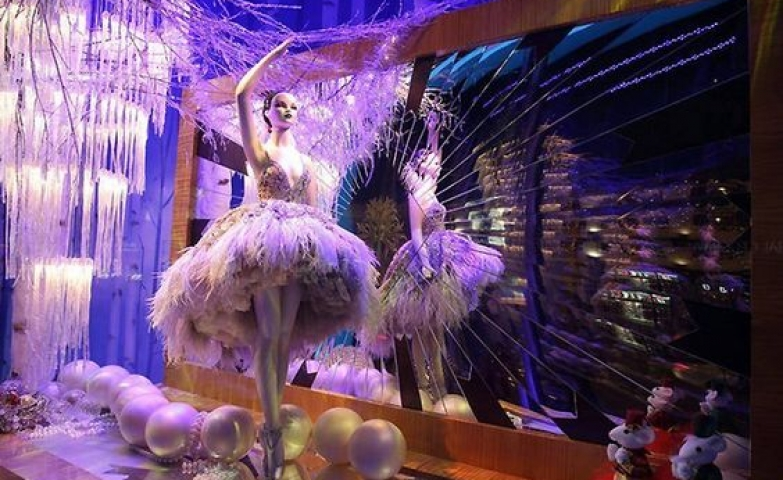 Breathtaking window display for a white Christmas with a stunning mirror and chandelier by Harrods, London.