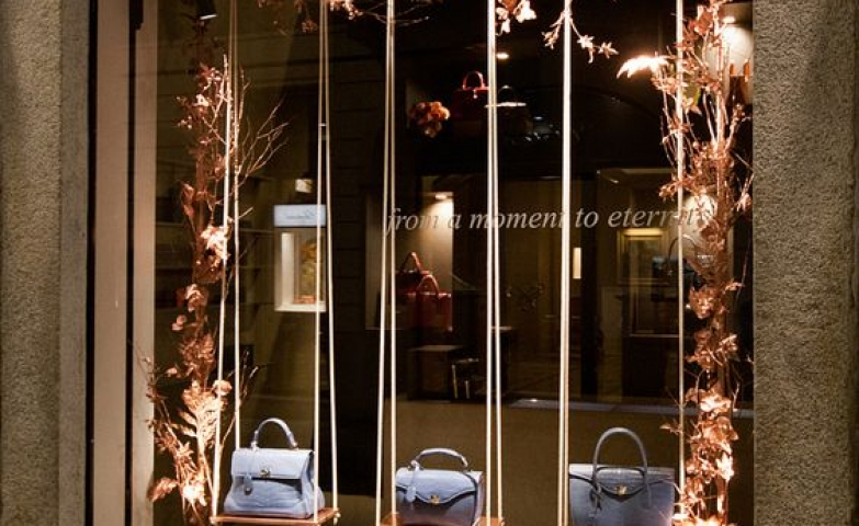 Yet another one of the windows which could be seen during Fashion Week in Milan, this one is from Sicis Jewels.