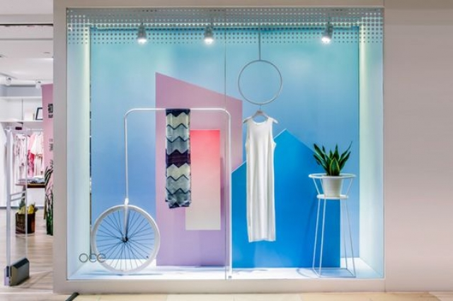 Design meets fashion and symmetry in this window display for an OCE flagship store, by Leaping Creative. Guangzhou - China.