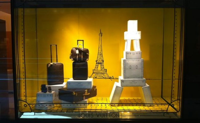 Visual merchandising for suitcases by Louis Vuitton and based on a Parisian theme.