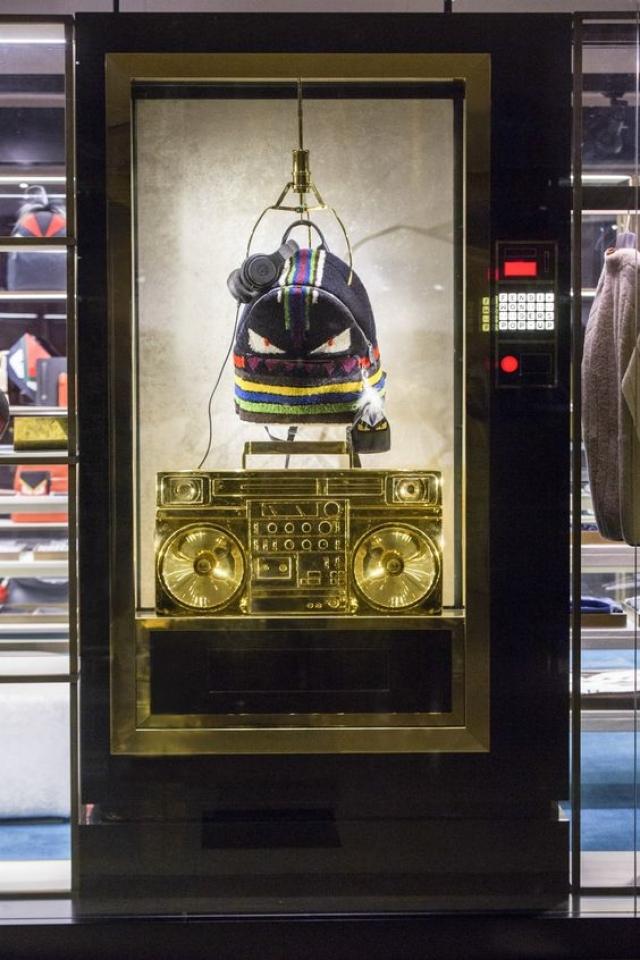 Brilliant men's pop-up store in Beijing with a design inspired in music by Fendi.