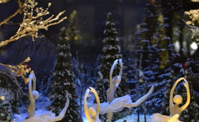 Ballerinas dancing to the moonlight in winter, a window display created for Repetto in Paris.