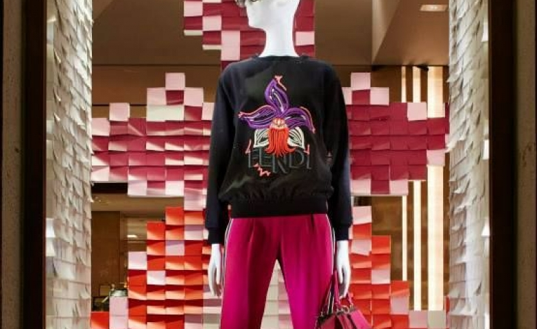 Using post-its in a creative way for a window display for the pre-fall collection in the new boutique of Fendi.