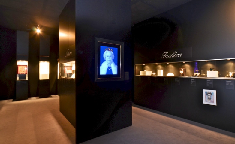 "A minimalist, but at the same time, with a historical theme exhibition. This brilliant gallery of jewelry named ""A Queen Forever"" took place in London."
