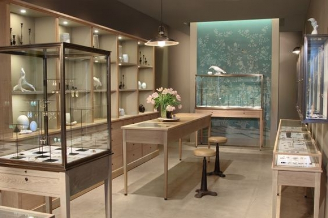 Simple, delicate and elegant interior design for the August jewelry by Hermsen.