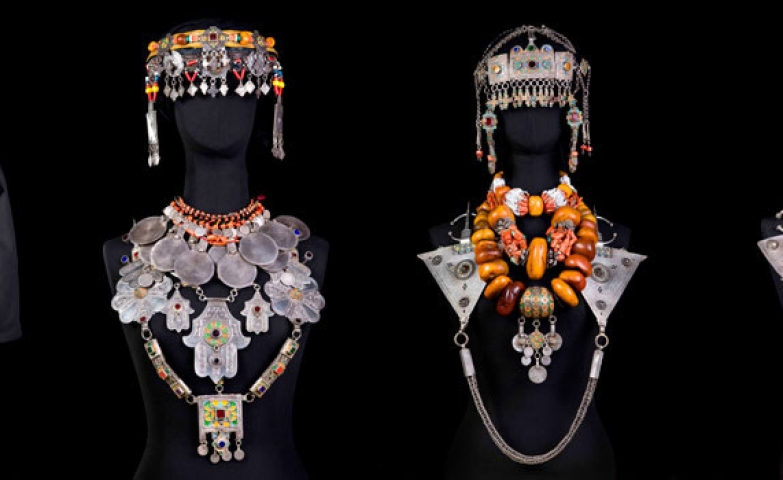 Busts with curious and beautiful jewelry from the Berber Jewelry Exhibit, photo by CrisGuerra