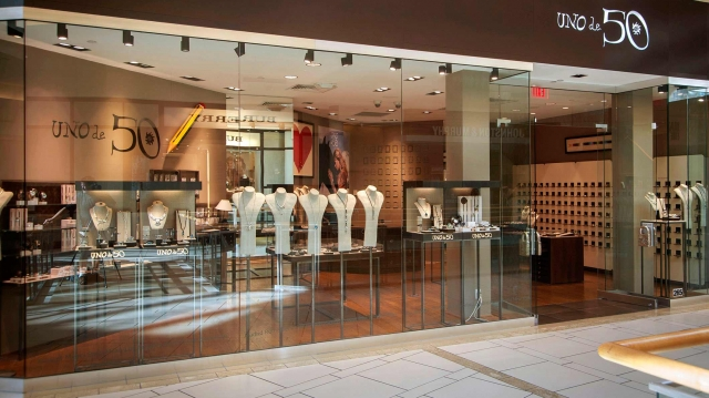 Glass cover for UNO de 50 jewelry store display in Tampa, Florida.