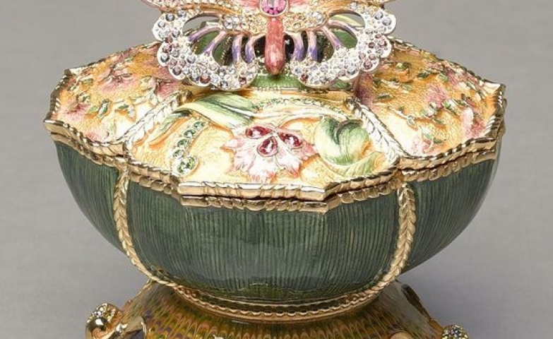 Femininity is the word for this butterfly jewelry box, with flower details and an encrusted butterfly on top.