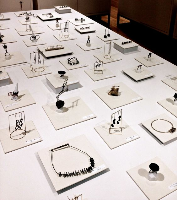 Jewels can be considered as contemporary art and they really show it at this jewelry exhibition in Hankyu Umeda.