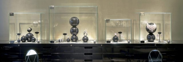 Feature JVM jewelry merchandising tools such as storing drawers, all glass box displays and sphere shaped holders.