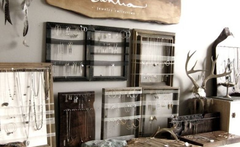 Sahlia Jewelry Studio shows us some great ideas of frames used for jewelry display.