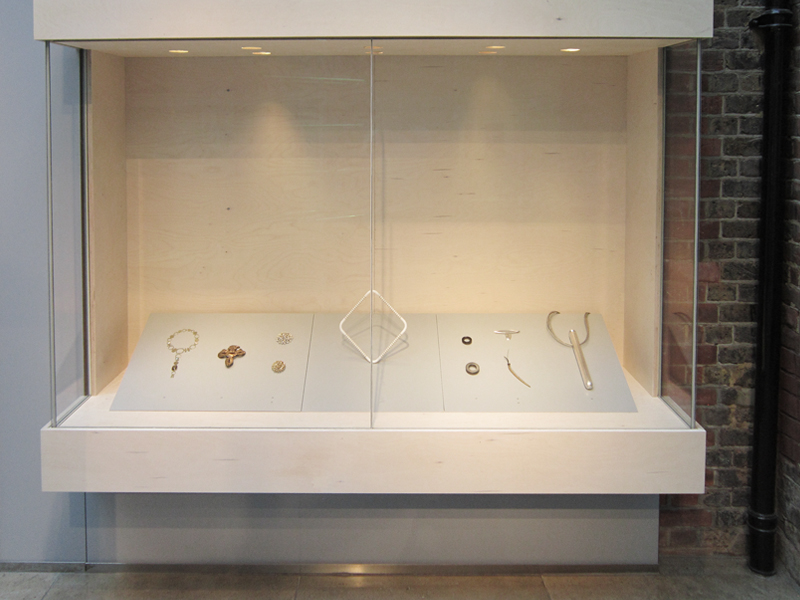 An exhibition cabinet from the A Sense of Jewellery exhibit in 2015 at the Goldsmiths Hall in London