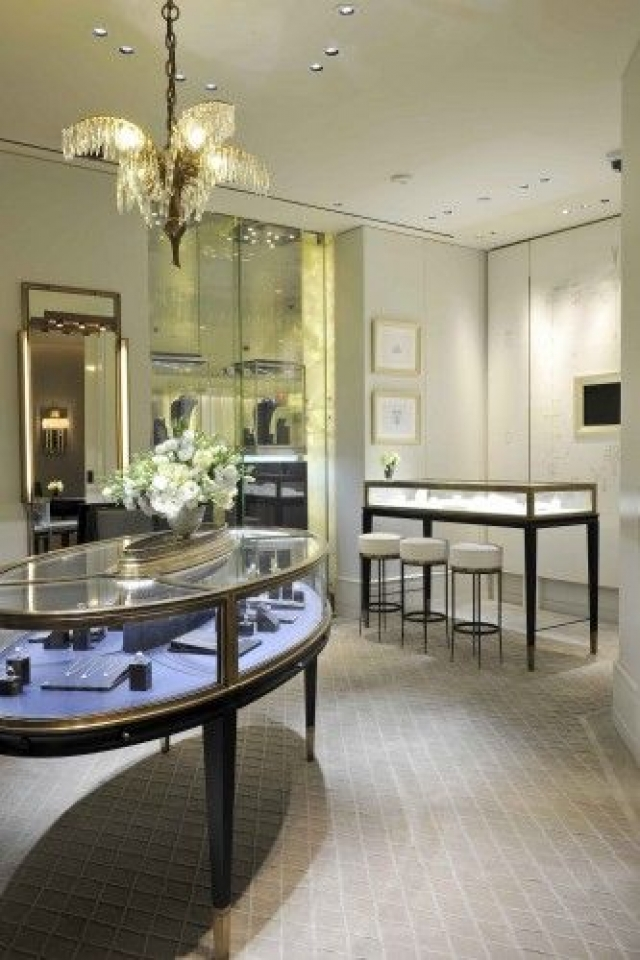 When simple looks good, why change it? Inspiration from Harry Winston's shop in Harrods.
