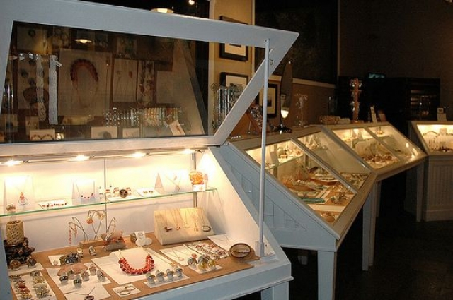 Interesting jewelry display case, with a glass top which can be lifted in order to have a clearer look at the jewelry.