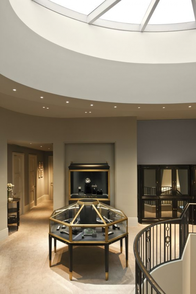 A jewelry gallery by Harry Winston in the Shanghai Pavilion, with a cozy home like style.