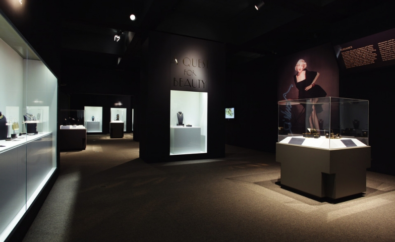 Exhibits of beautiful elegant pieces featuring luxury fashion and jewelry brands.