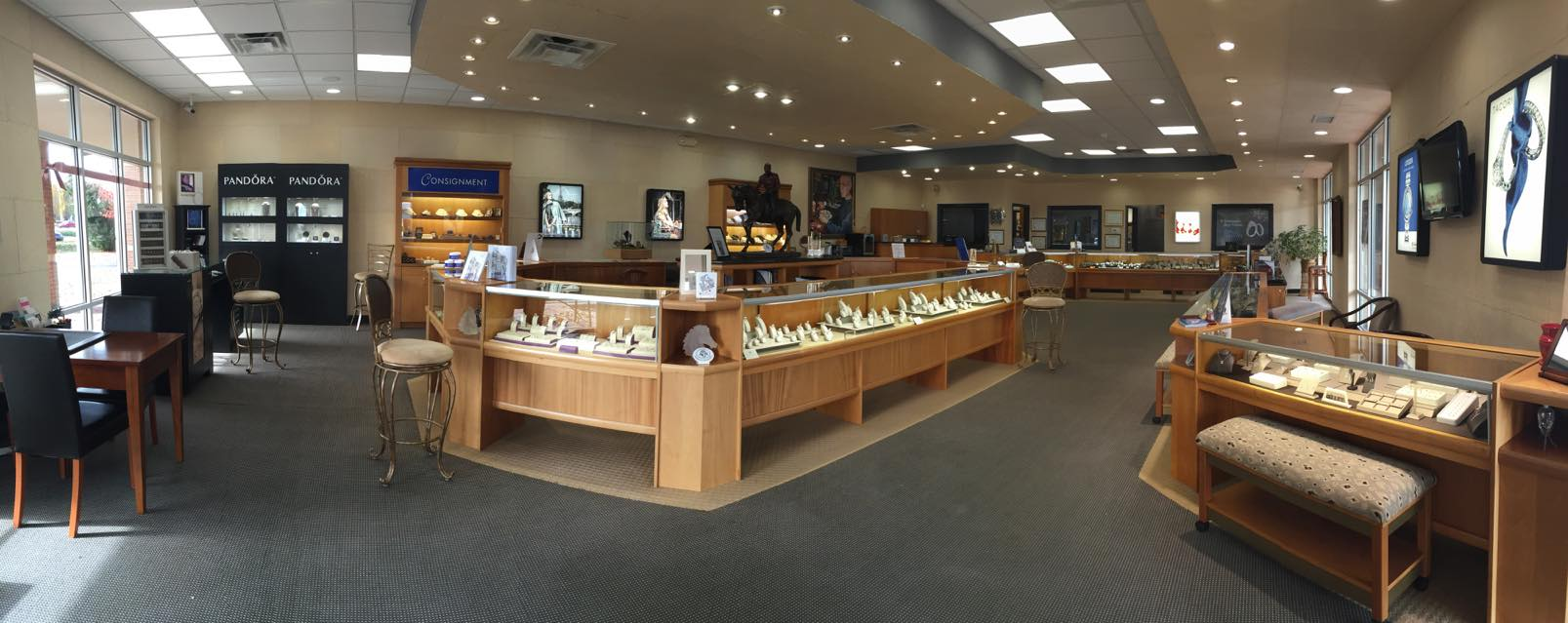 Most American jewelry shops are quite traditional with a pinch of refurbishment. Photo from a jeweler in Louisville, KY.