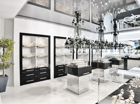 Chandeliers, black & white decor and plants. A jewelry store interior design by Timophey Vedeshkin.