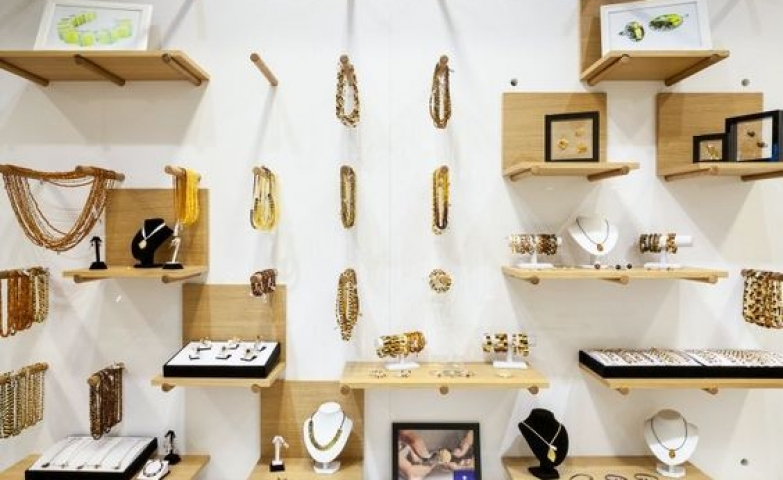 100 jewelry visual merchandising ideas techniques zen for A good jewelry store