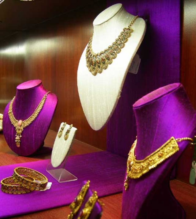 This royal purple vibrates elegance and of course the result is a stunning jewelry visual merchandising setting.