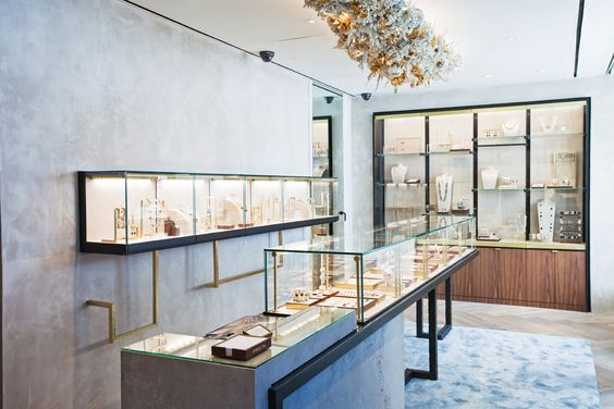 Pretty interesting jewelry store design, not something you would see everyday. Simplicity and innovation is the key.