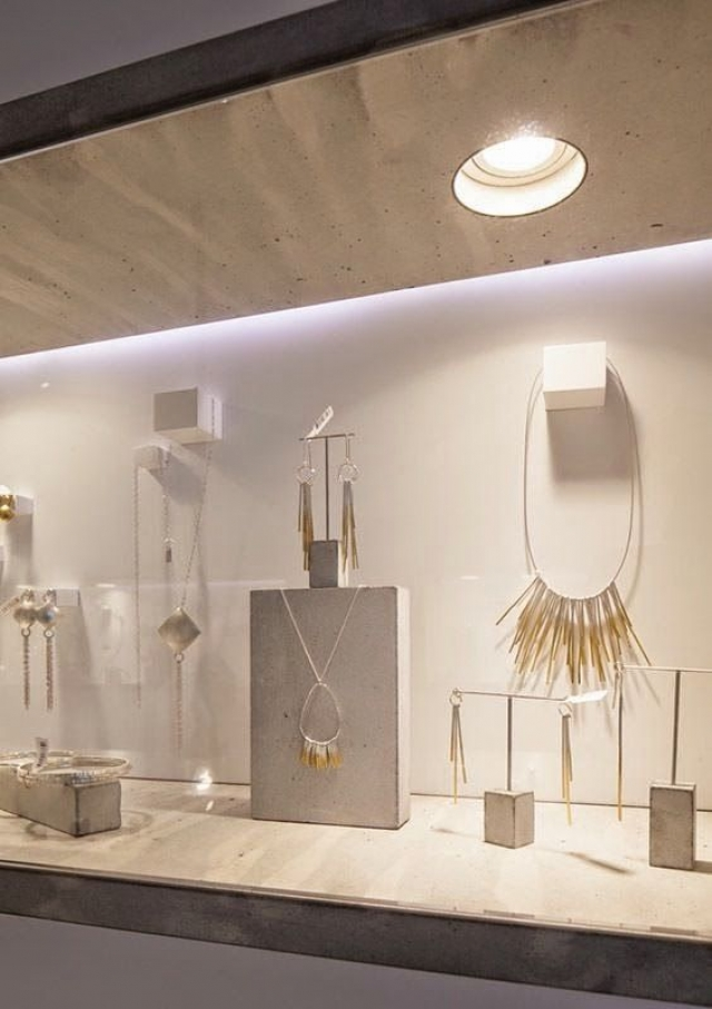 Such an outstanding setting for modern jewellery, a minimal but very eye-catching visual merchandising display.