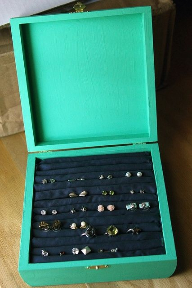 Turquoise storage box ideal for stud earrings or rings. Beautiful solution for your jewels.