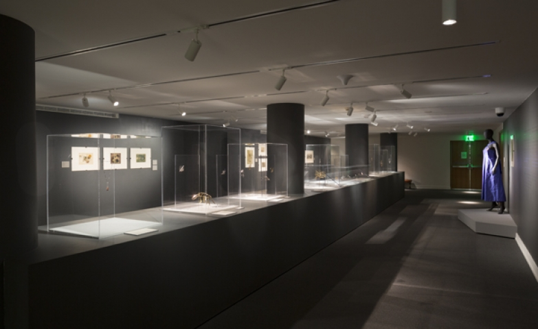 Photo showing the exhibition room with the cubic glass displays where the jewelry of Harry Bertoia was exhibited.